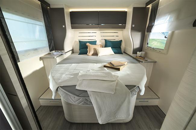 Matelas lit central camping car